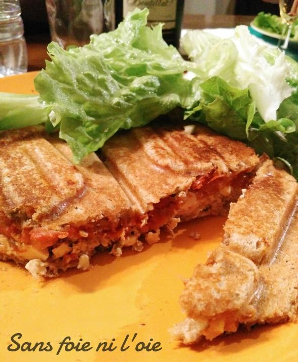 Croque monsieur provençal [tofu lactofermenté aux olives, tomates séchées, crème de soja moutardé].jpg